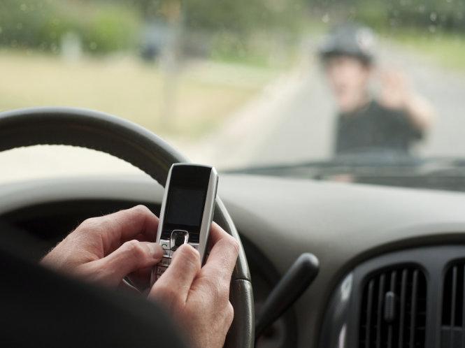 8 giải pháp, 5 mẹo tránh thói quen nhắn tin khi lái xe