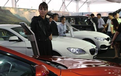 Nhập ôtô tăng đột biến, thâm hụt thương mại lên 3,4 tỷ USD