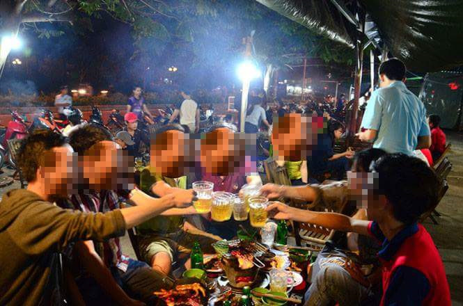 Nhiều hãng bia ngoại tranh nhau khai thác 'văn hóa nhậu' ở Việt Nam