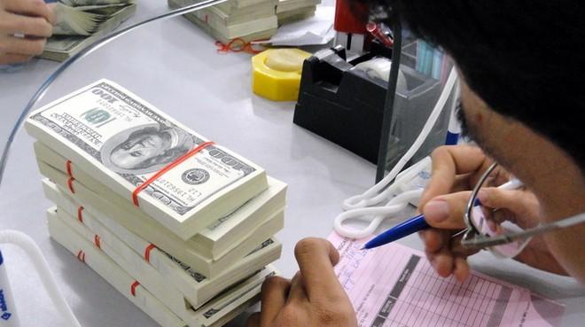Đã đến lúc nâng lãi suất đồng đôla?