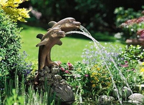 Những đài phun nước nhỏ xinh làm mát rượi cả góc vườn nhà