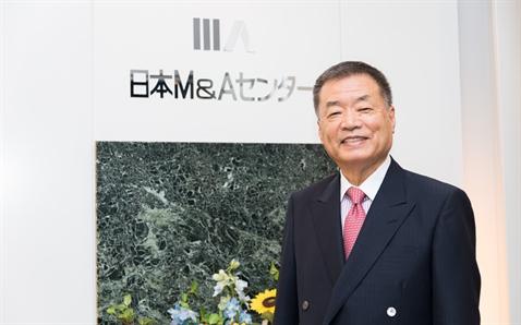 """Từ người bán máy tính thành """"ông trùm"""" M&A Nhật Bản"""