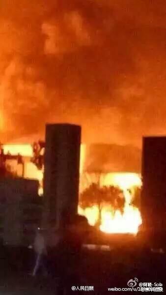 Hiện trường vụ nổ nhà máy hóa chất ở Sơn Đông được đưa lên Weibo - Ảnh: Nhân dân Nhật báo