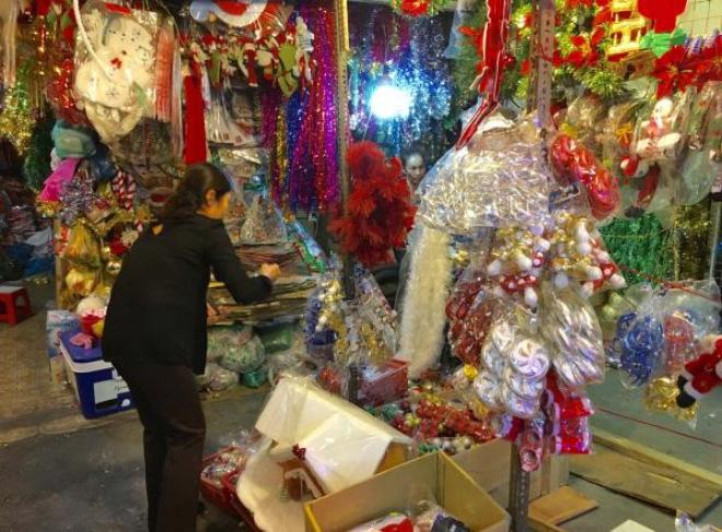 Thị trường Noel 2015: Hàng nội chiếm ưu thế