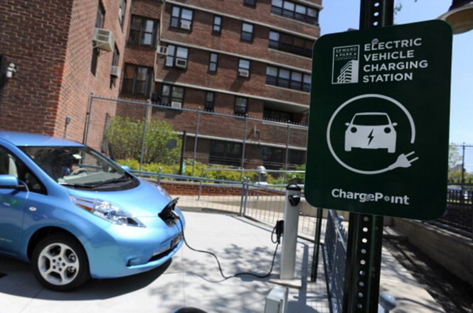 Khi nào ô tô điện rẻ hơn ô tô chạy bằng xăng?