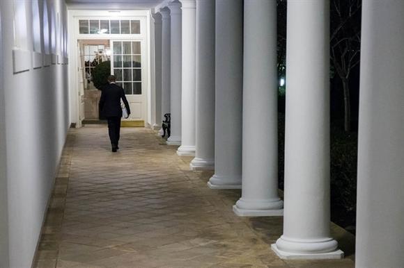 ong obama rao buoc ra khoi khu canh tay khi troi da toi (anh: new york times)