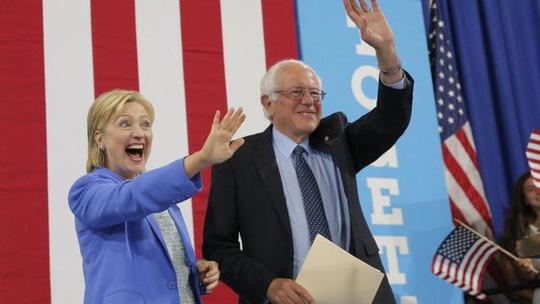 Bà Clinton và ông Sanders cùng xuất hiện ở New Hampshire. Ảnh: Reuters