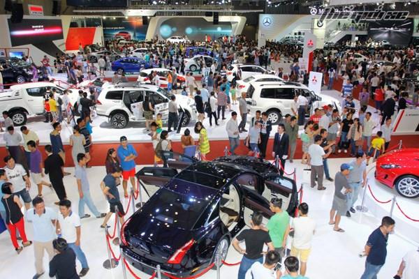 Giá ô tô nhập khó giảm