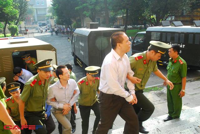 Phiên tòa chiều 25/7: Mai Hữu Khương nhận làm sai ở khoản 300 tỷ, không nhận trách nhiệm ở 5.190 tỷ
