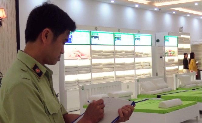 Hai sai phạm tại showroom chỉ đón khách Trung Quốc