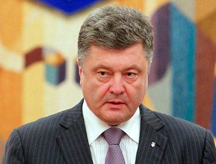 tong thong ukraine petro poroshenko da ky thong qua hoc thuyet quan su moi, coi nga la moi de doa quan su chinh doi voi nuoc nay - anh: reuters
