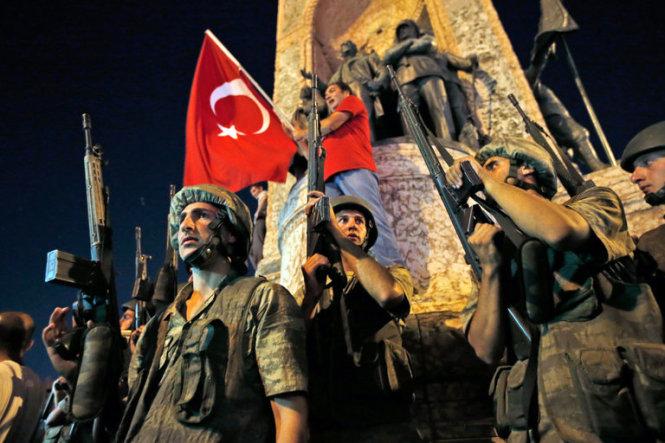 Một số Clip về cuộc đảo chính của quân đội tại Thổ Nhĩ Kỳ