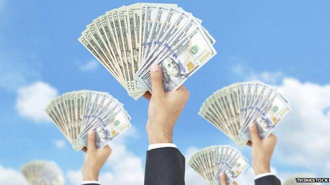 Bloomberg: Các quỹ nước ngoài đang chờ rót thêm vốn vào TTCK Việt Nam