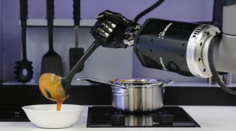 Robot sẽ thay thế 50% việc làm của con người trong 10 năm? - ảnh 2