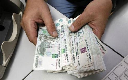 Rúp Nga rớt giá mạnh theo dầu thô
