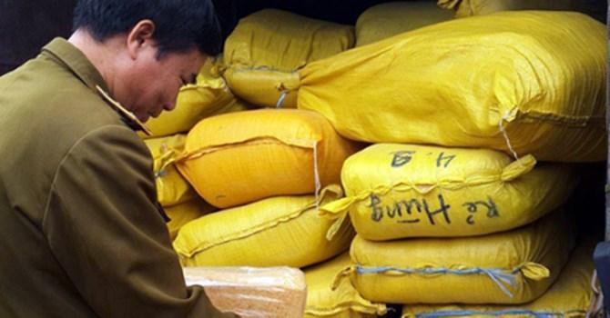 2 tấn ruốc nghi làm từ sắn dây đổ về Hà Nội tiêu thụ