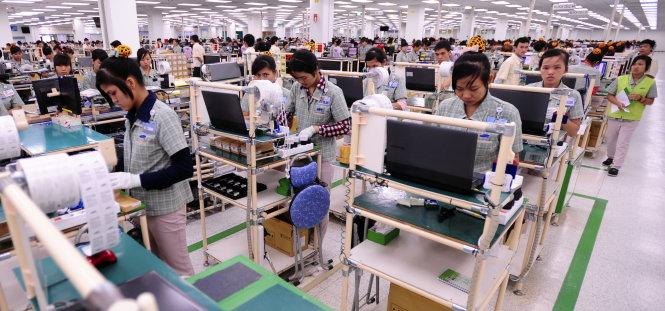 san xuat dien thoai di dong tai khu to hop cong nghe cao samsung electronics viet nam (sev), yen phong, bac ninh - anh: tran vu nghi