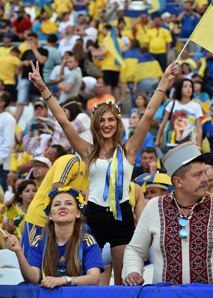 nhung doa huong duong ukraine toa sac huong tren khan dai euro.