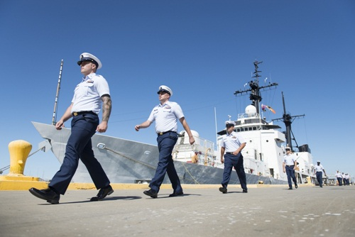 cac thanh vien tauboutwell roi tau lan cuoi trong nghi thuc chuyen giao cho philippines.anh:uscoastguard