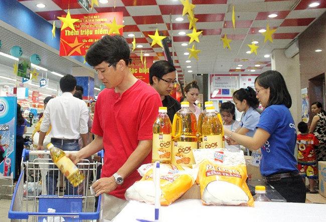 Dân Sài Gòn mua sắm dịp lễ không nhiều, vì sao?