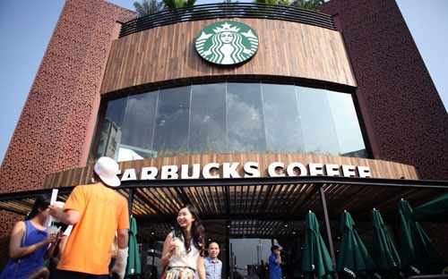 muc gia cho mot coc latte starbucks co lon tai viet nam cao thu 3 the gioi va gap hon 2 lan so voi tai my.