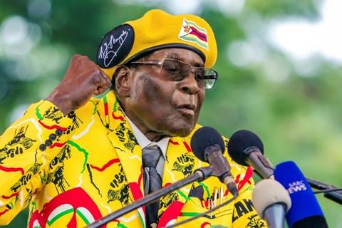 robert mugabe (93 tuoi) da buoc phai tu chuc tong thong zimbabwe.