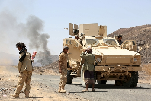 binh si trung thanh voi chinh phu yemen tai tinh marib ngay 4/10. anh:reuters.