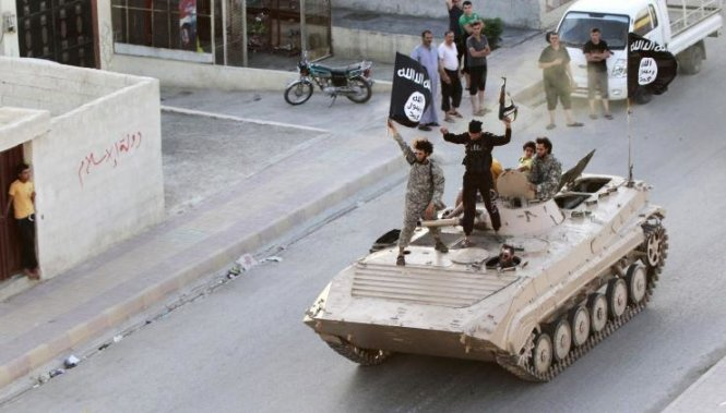 """cac tay sung is dieu hanh o """"thu do"""" raqqa - anh: reuters"""