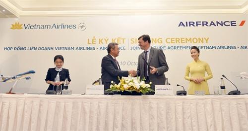 tong giam doc vietnam airlines va air france hoan tat ki ket hop dong lien doanh