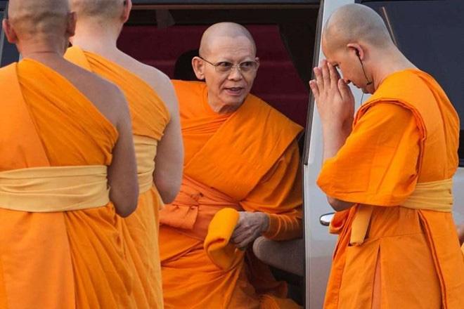2.200 binh sĩ Thái chờ vây bắt sư trụ trì bị nghi tham nhũng