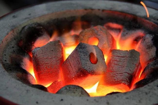 """Than củi, viên nén mùn cưa: Hàng """"nóng"""" trên thị trường xuất khẩu"""