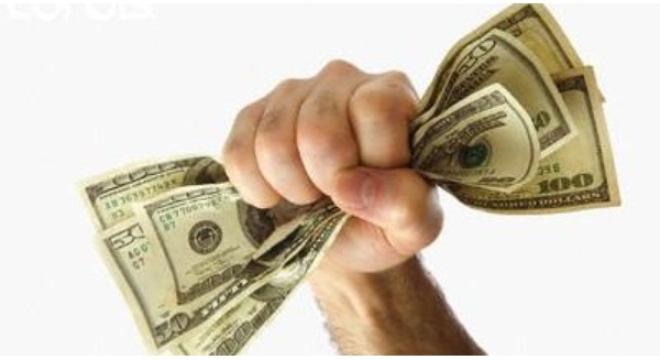 """""""Nước cờ"""" tiếp theo của các ngân hàng khi lãi suất USD hạ về 0%"""