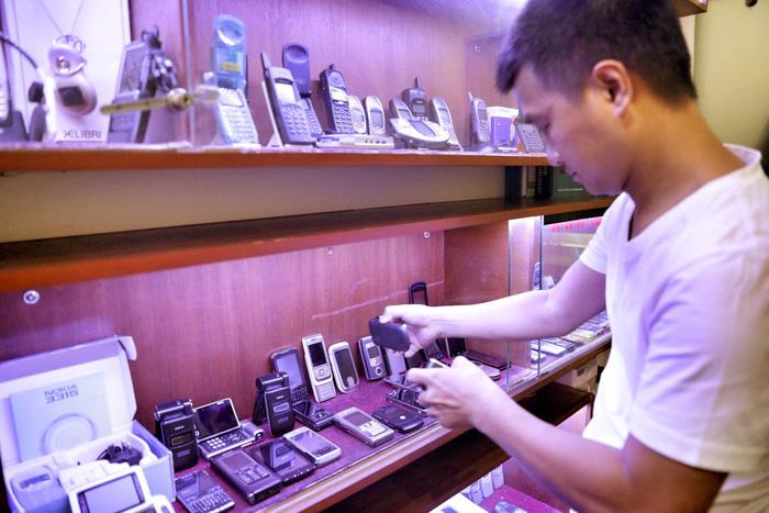 Sôi động thị trường điện thoại cũ