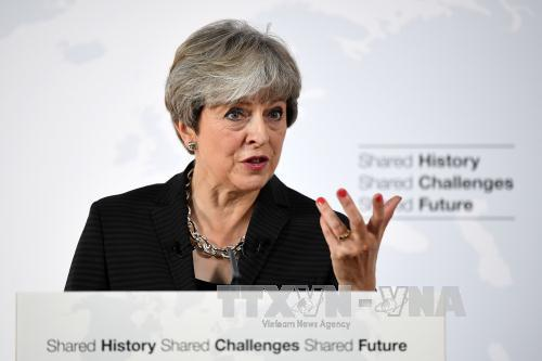 lien minh cua thu tuong theresa may trong quoc hoi se doi mat voi suc ep thuc hien cam ket tang chi cho northern ireland. anh: afp/ttxvn