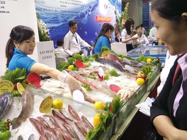 Hàng Việt phải đóng 2,2 tỉ USD tiền thuế vào Mỹ - ảnh 1