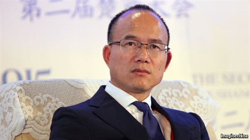 """guo guangchang, chu tich tap doan fosun, mot trong nhung nguoi duoc menh danh """"warren buffett cua trung quoc"""". anh: the economist"""
