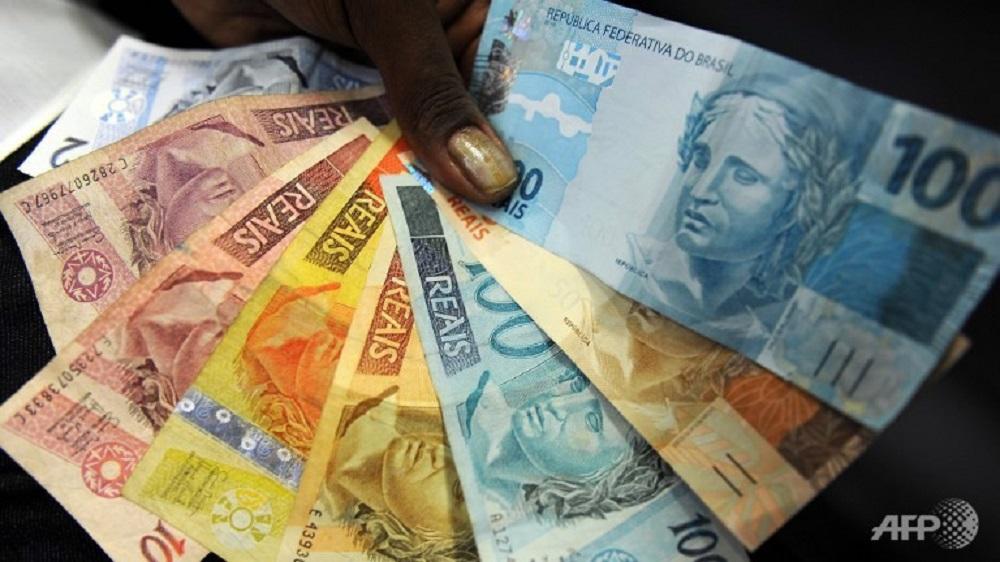 Ai hưởng lợi khi tiền tệ thế giới giảm giá trị?
