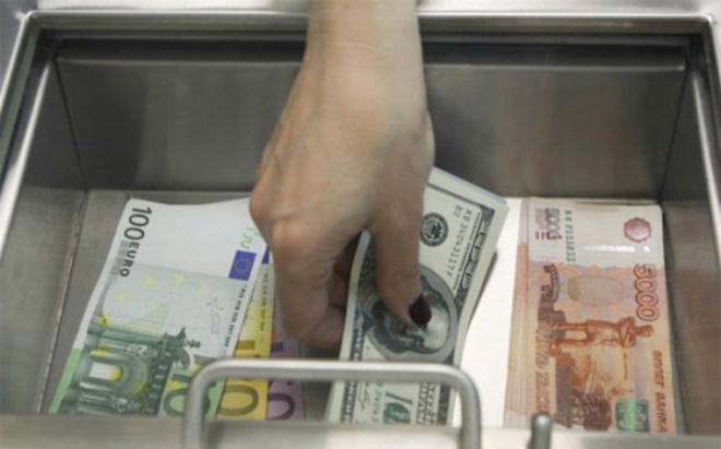 Rúp Nga giảm sâu chưa từng thấy do dầu mất giá