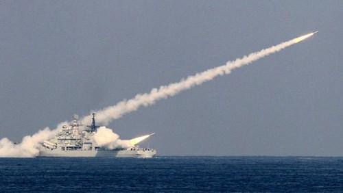 Hơn 100 tàu chiến Trung Quốc tập trận bắn đạn thật ở Biển Đông