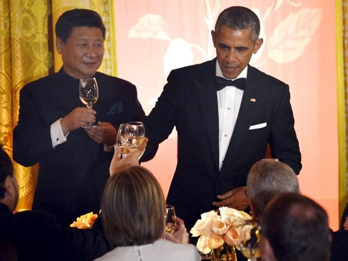 chu tich trung quoc tap can binh nang ly cung tong thong my barack obama trong bua tiec tai nha trang ngay 25.9 - anh: reuters