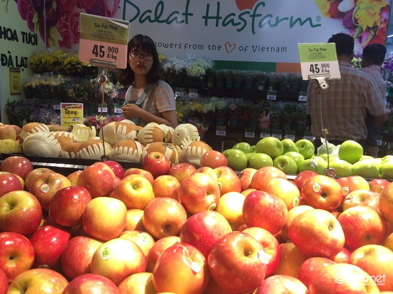 Bán trái cây nhập khẩu rẻ bèo, siêu thị lớn có 'chiêu' gì?