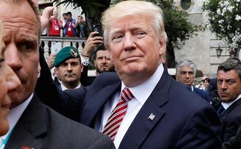 Thế giới đồng loạt chỉ trích việc Trump quyết định rút khỏi hiệp định Paris