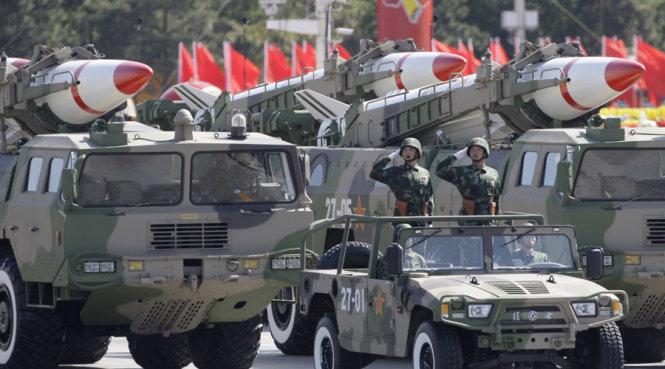 xe cho ten lua trongle duyet binh ky niem 60 nam quoc khanh trung quoc nam 2009- anh: afp