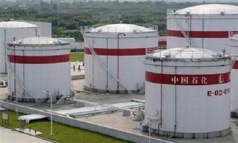 """Trung Quốc đang tích cực """"gom"""" dầu"""