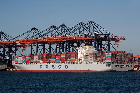 tau cho hang cua cosco shipping, trung quoc