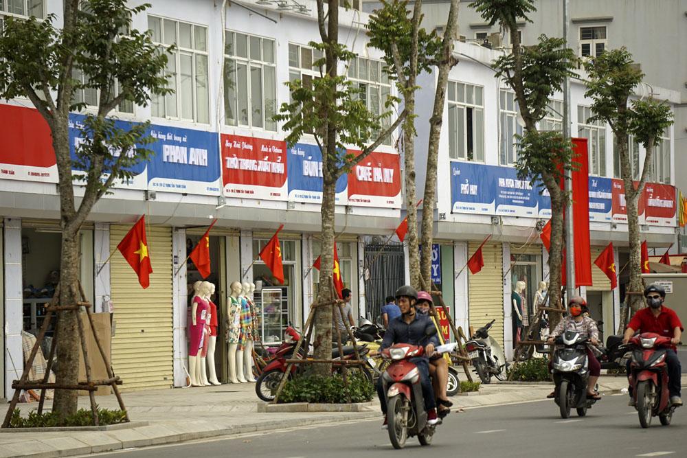 """T.S Lê Đăng Doanh: """"Đồng phục quảng cáo"""" thủ tiêu sáng tạo kinh doanh"""