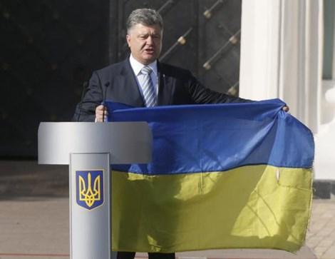 tong thong ukraine petro poroshenko phat bieu tai dem truoc ngay quoc khanh cua dat nuoc o kiev (anh: reuters)