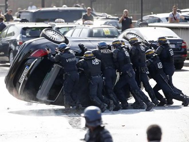 Dịch vụ taxi giá rẻ Uber bị phạt 1,3 triệu USD tại Pháp