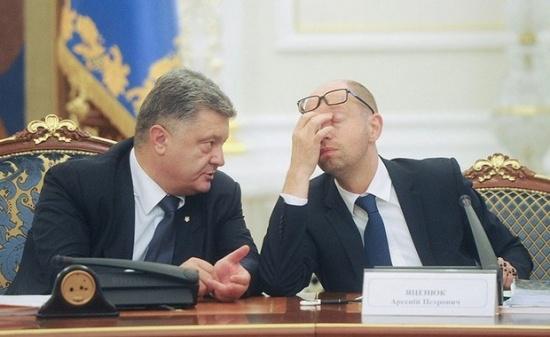 tong thong poroshenko va thu tuong yatsenyuk da lien tuc chi trich nhau.
