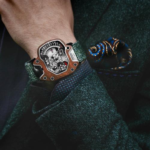 Đồng hồ Urwerk là món đồ yêu thích của nhiều nhà sưu tâp hàng đầu thế giới cũng như các tay chơi siêu xe như Ralph Lauren, Michael Jordan, Jackie Chan, Michael Ballack, Iron-man Robert Downey Jr... Những chiếc đồng hồ Urwerk nổi bật trên cổ tay giống như một tác phẩm cơ khí nghệ thuật thực thụ. Giá khởi điểm mỗi chiếc Urwerk 1,6- 3,7 tỷ đồng. Các mẫu độc bản hoặc đặt hàng riêng sẽ có mức giá cao hơn tuy thuộc vào yêu cầu từ khách hàng.